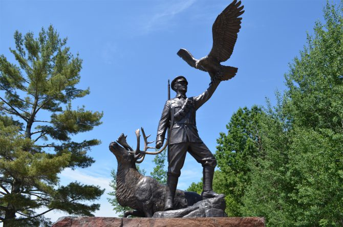 The Fauvelle statue to celebrated WWI aboriginal soldier Francis Pegahmagabow at Parry Sound Ontario.